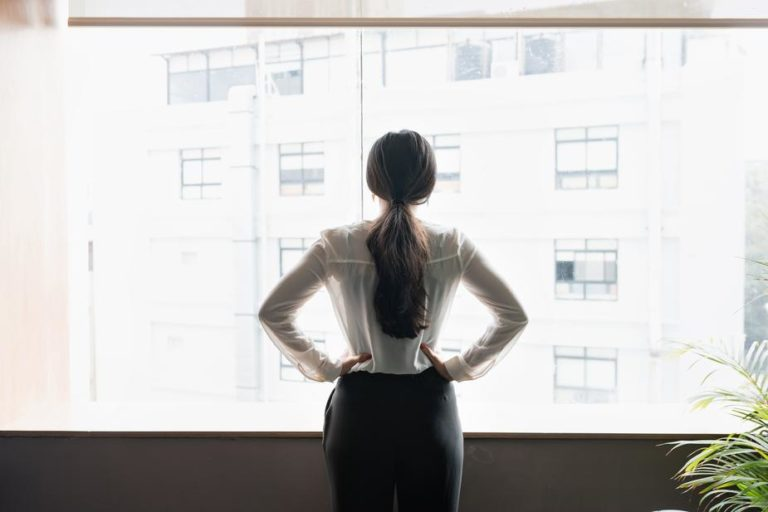 young-woman-taking-stock-of-her-surroundings
